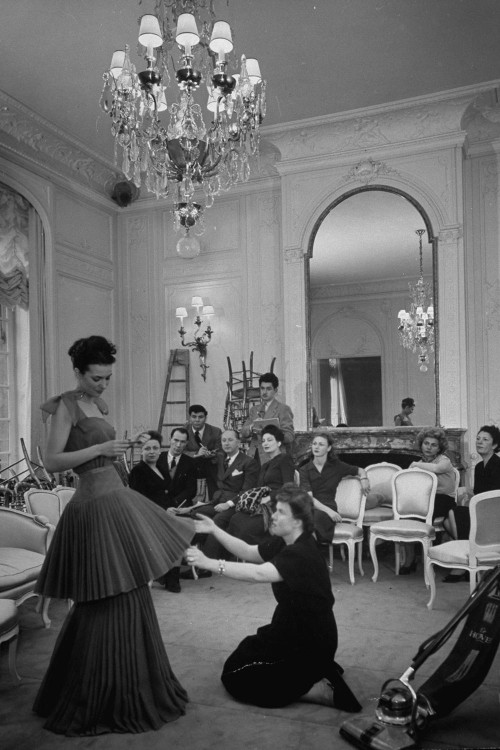 The history of haute couture and fashion designers - La chambre syndicale de la haute couture ...